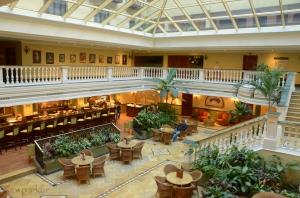 el Parque Central lobby