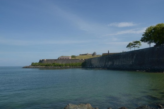 "Here you can see El Morro on the top of the hill and ""La Casa Rosada"" just above the wall."