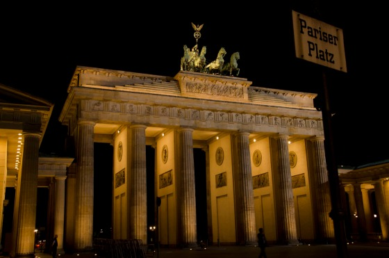Frontal view of the Brandenburg Gate at night