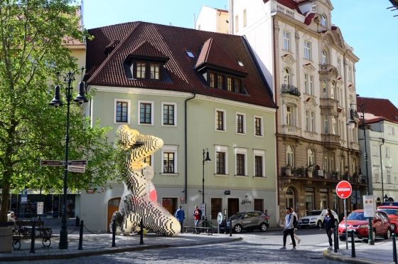 Happened upon this - lots of modern art and architecture in Prague.