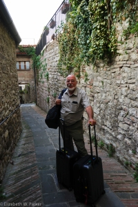 Gerry on the narrow street where our cabbie left us to find our hotel in Gubbio.